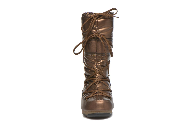 Botas Moon Boot Soft Met Oro y bronce vista del modelo