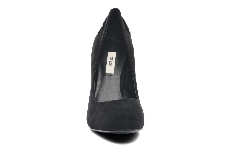 Escarpins Guess Baldia Noir vue portées chaussures