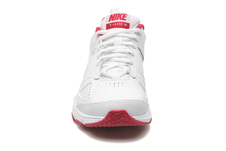 Sportschuhe Nike Wmns T-Lite Xi weiß schuhe getragen