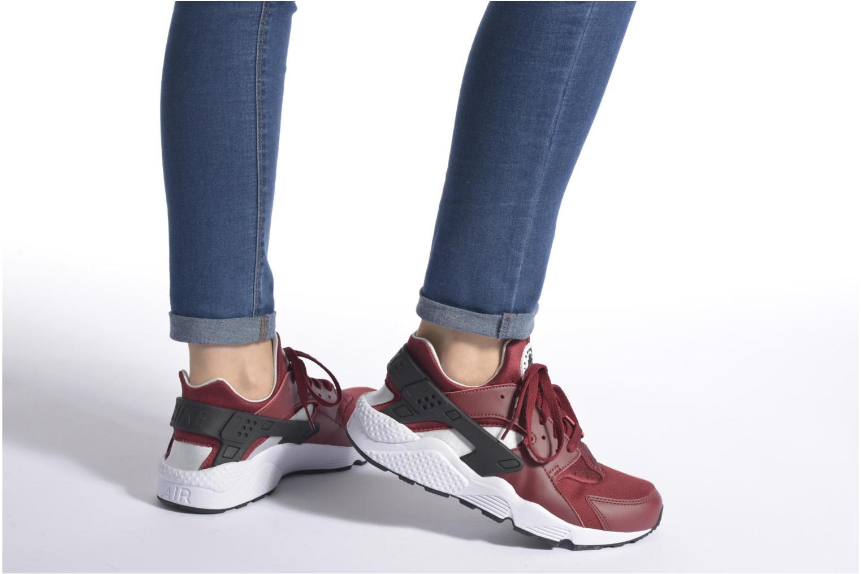 Sneaker Nike Nike Air Huarache lila ansicht von unten / tasche getragen