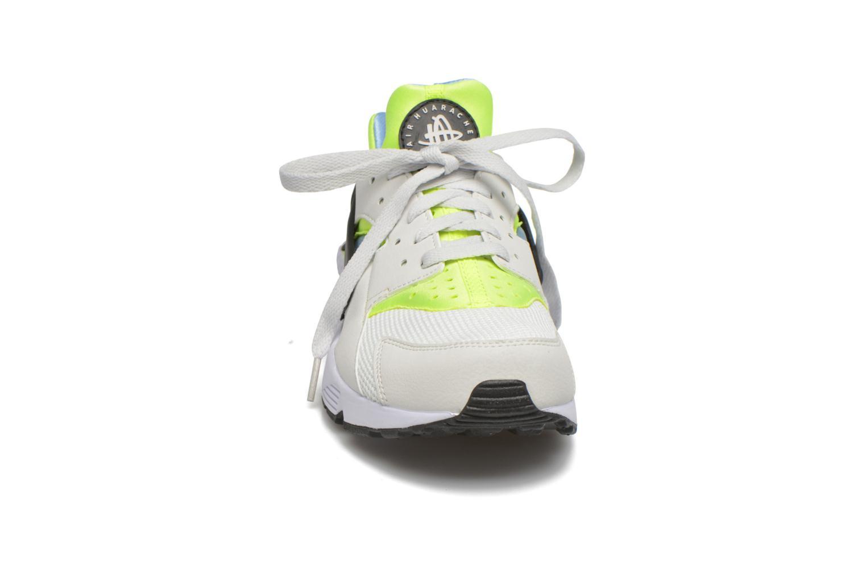 Sneaker Nike Nike Air Huarache weiß schuhe getragen
