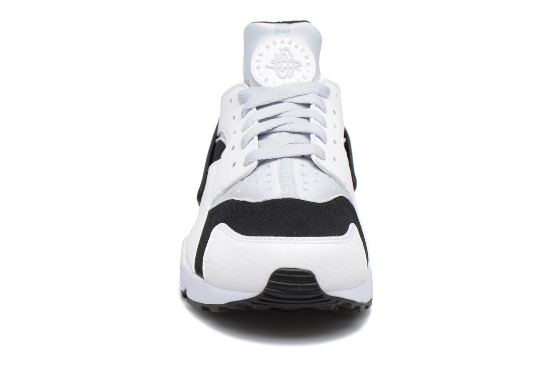 Baskets Nike Nike Air Huarache Blanc vue portées chaussures