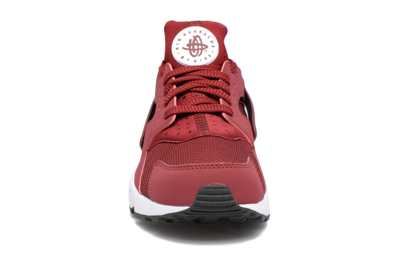 Baskets Nike Nike Air Huarache Rouge vue portées chaussures