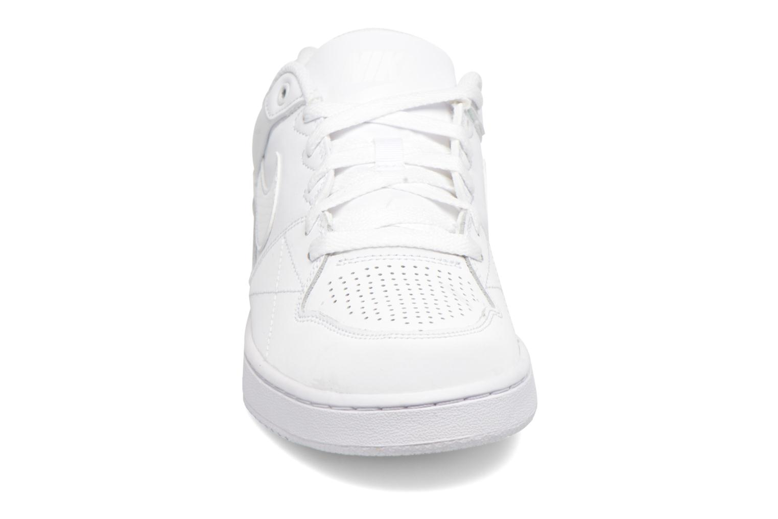 Baskets Nike Nike Priority Low Blanc vue portées chaussures