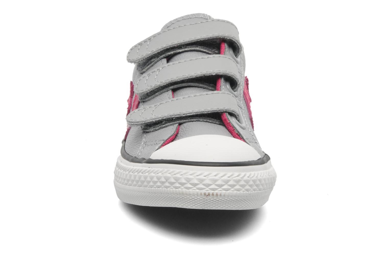 Baskets Converse Star Player 3V Lea Ox Gris vue portées chaussures