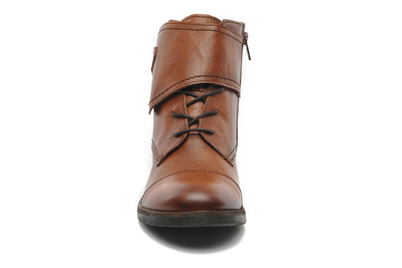Stivaletti e tronchetti Mustang shoes Ildys Marrone modello indossato