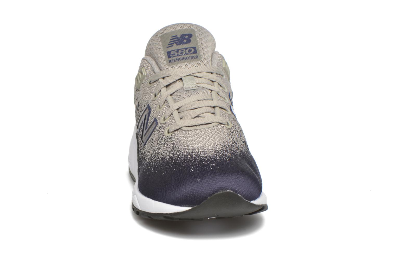 Baskets New Balance MRT580 Gris vue portées chaussures