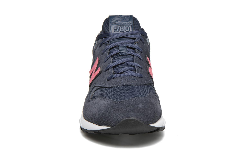 Baskets New Balance MRT580 Bleu vue portées chaussures