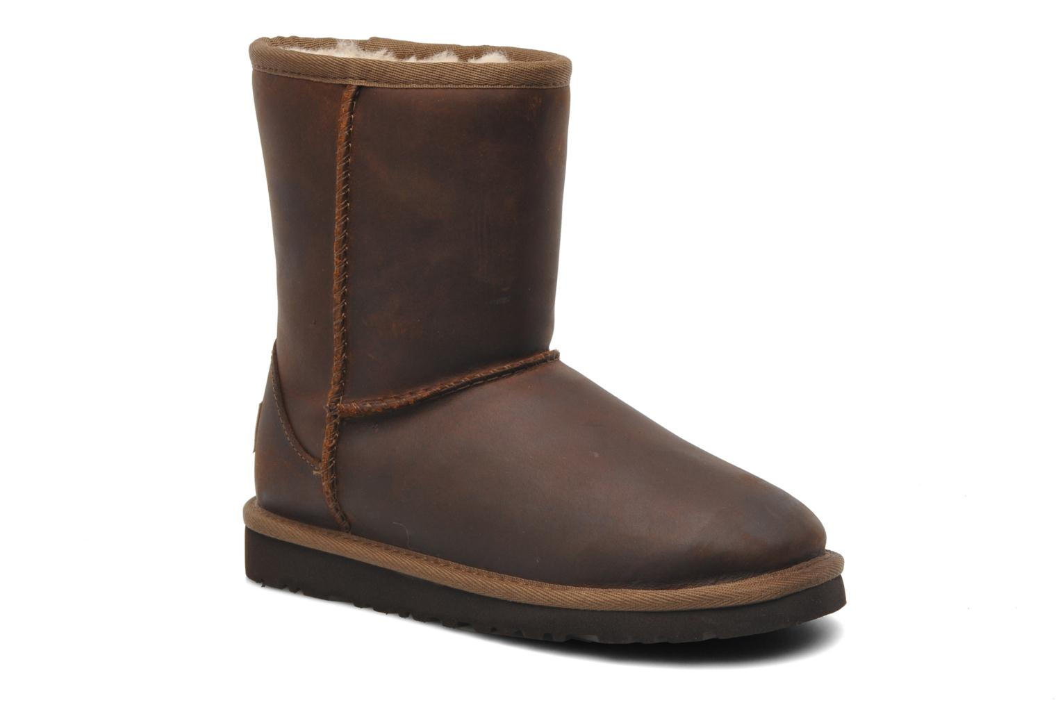 Bottes UGG K Classic Short Leather Marron vue détail/paire