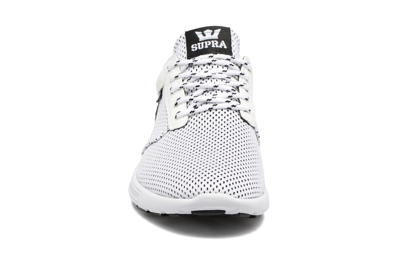 Baskets Supra Hammer Run Blanc vue portées chaussures