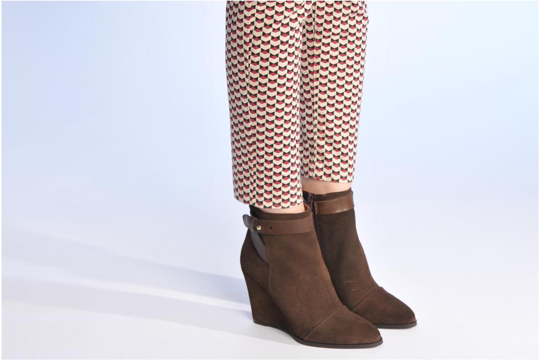 Bottines et boots Made by SARENZA Rue des Dames #7 Marron vue bas / vue portée sac