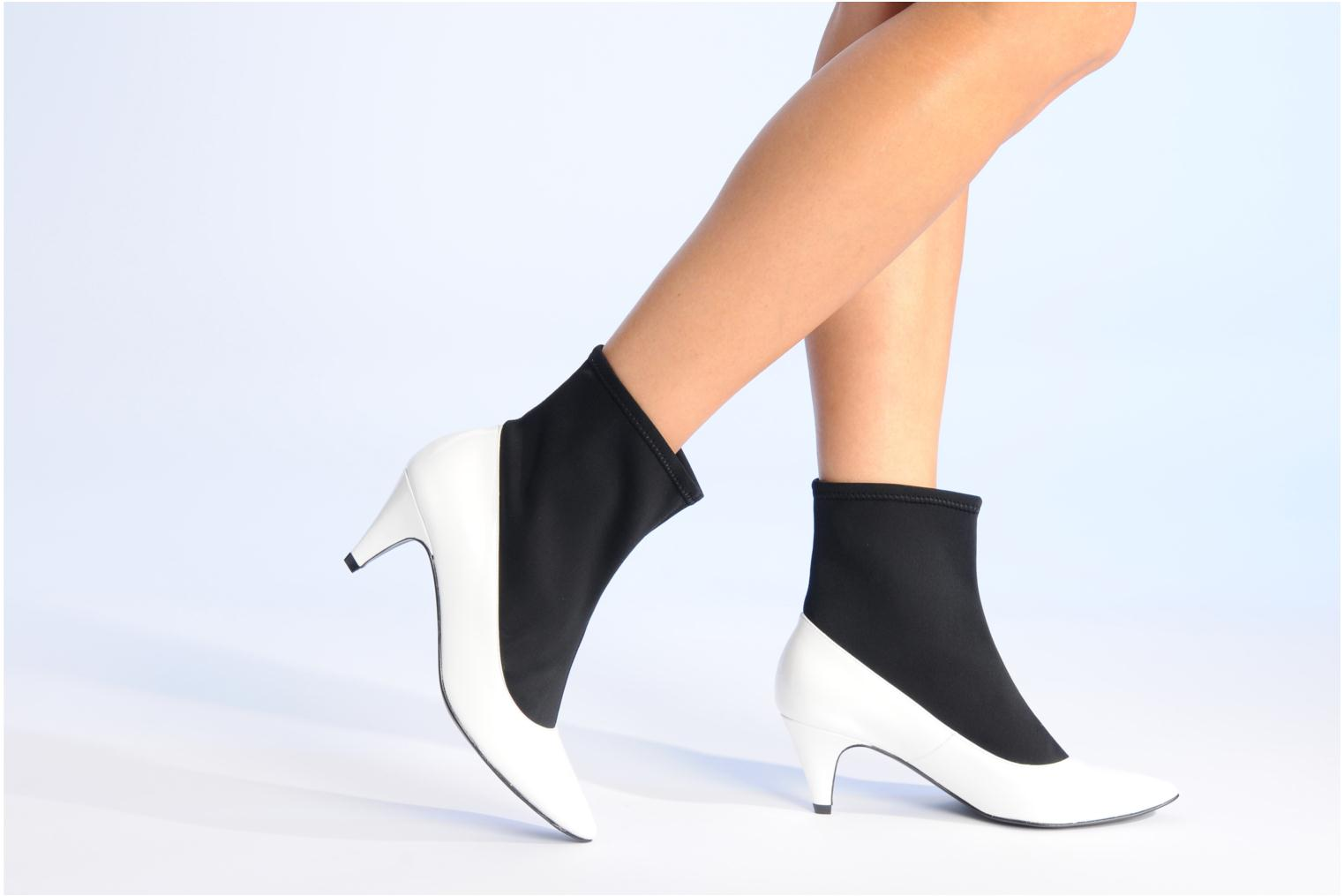 Ankle boots Made by SARENZA Bataclan #6 White view from underneath / model view