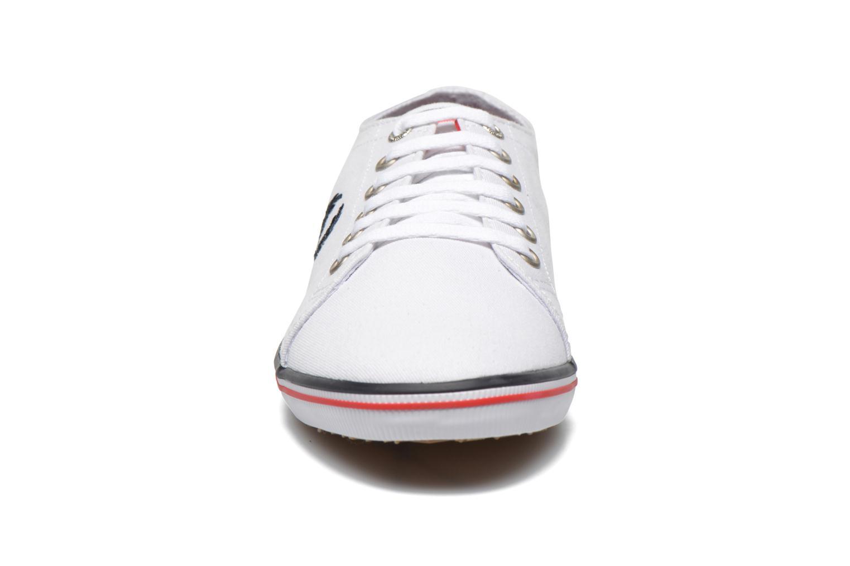 Sneaker Fred Perry Kingston Twill weiß schuhe getragen