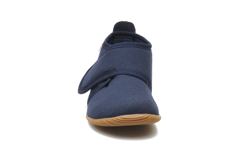 Tofflor Giesswein Strass Slim Fit Blå bild av skorna på
