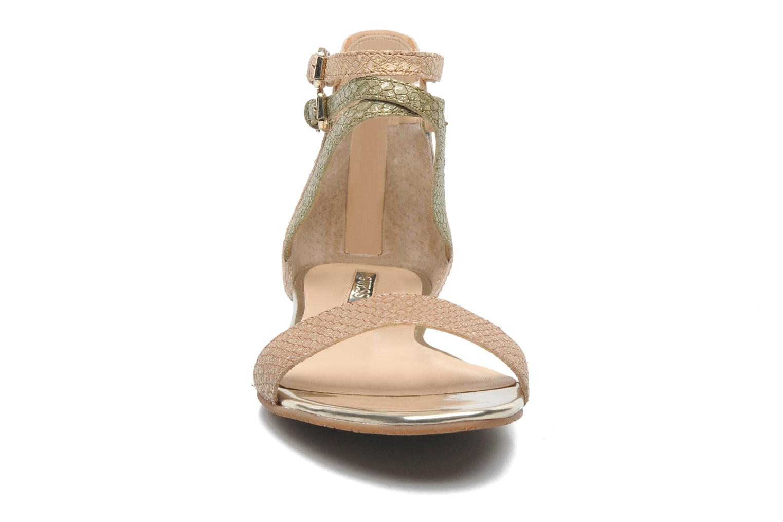 Sandalen Guess Jill gold/bronze schuhe getragen