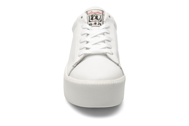 Baskets Ash Cult Blanc vue portées chaussures