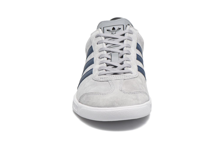 Sneakers Adidas Originals Hamburg Grigio modello indossato