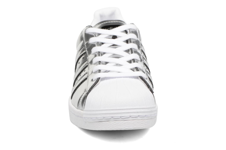 Sneaker Adidas Originals Superstar W silber schuhe getragen