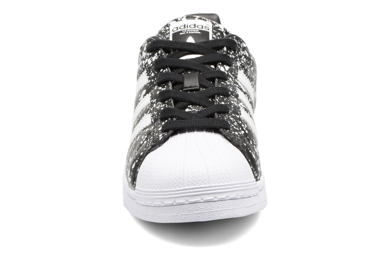 Deportivas Adidas Originals Superstar W Negro vista del modelo