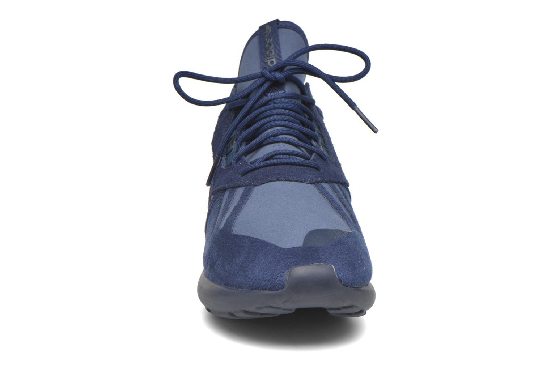 Baskets Adidas Originals Tubular Runner Bleu vue portées chaussures