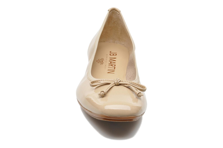 Ballerines JB MARTIN Trust Beige vue portées chaussures