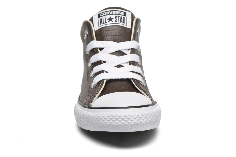 Sneaker Converse Chuck Taylor All Star Street Mid braun schuhe getragen
