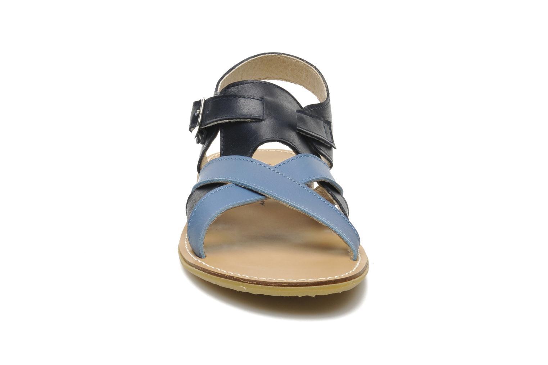 Sandalen Manuela de Juan Ben blau schuhe getragen