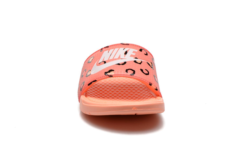 Mules et sabots Nike Wmns Benassi Jdi Print Orange vue portées chaussures