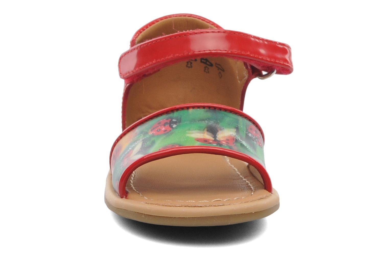Sandalias Shoo Pom Tity Back Sandal Rojo vista del modelo