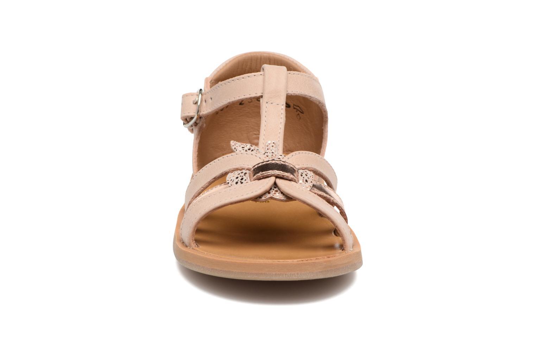 Sandales et nu-pieds Pom d Api POPPY APPLE Beige vue portées chaussures