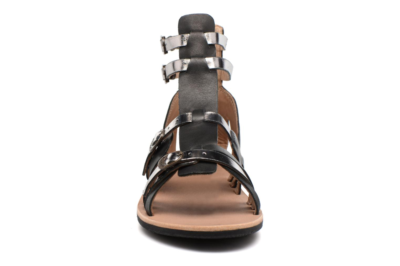 Sandalen Kickers Spartiaten schwarz schuhe getragen