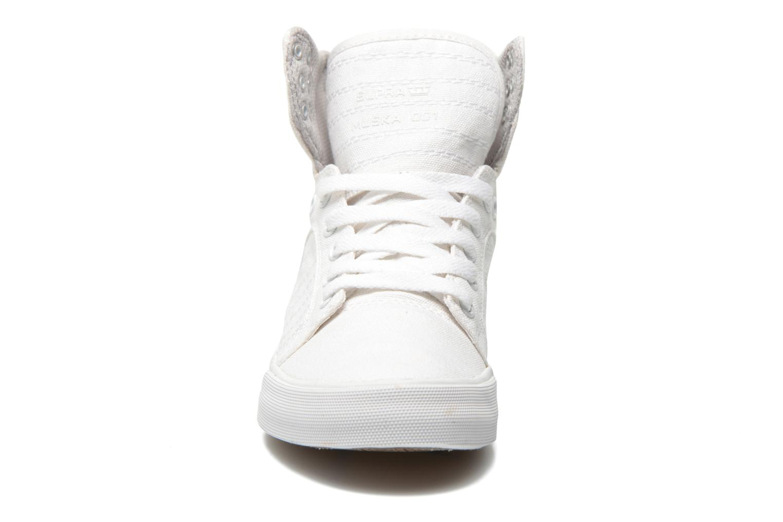 Sneaker Supra Skytop D weiß schuhe getragen