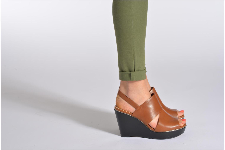 Sandales et nu-pieds Clarks Scent Whisp Marron vue bas / vue portée sac