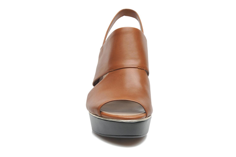 Sandales et nu-pieds Clarks Scent Whisp Marron vue portées chaussures