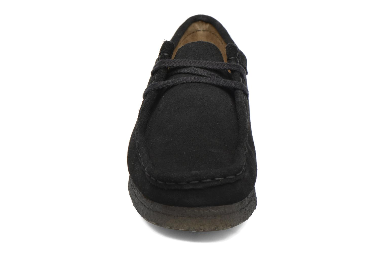 Snörade skor Clarks Originals Wallabee W Svart bild av skorna på