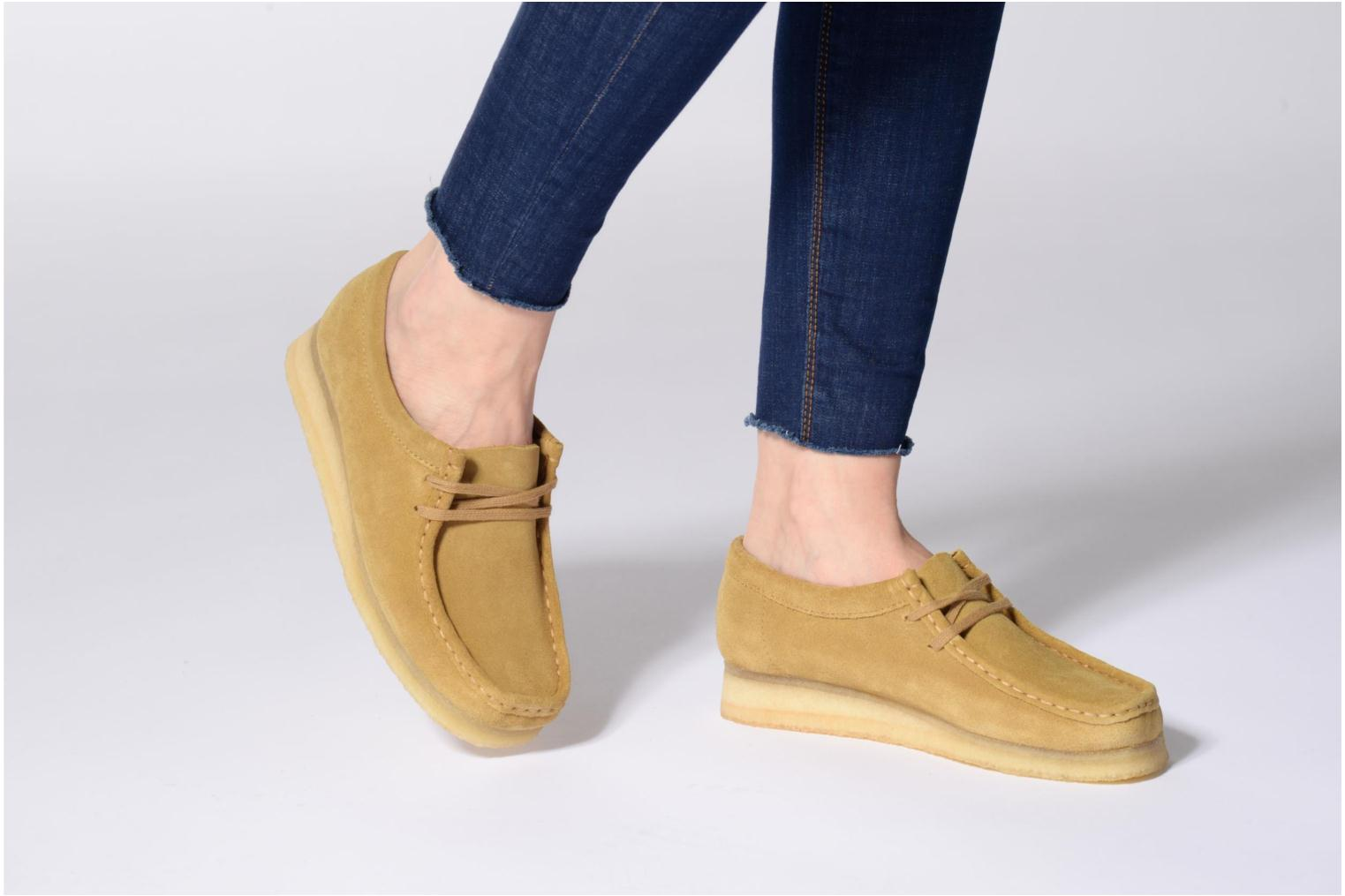 Lace-up shoes Clarks Originals Wallabee W Beige view from underneath / model view