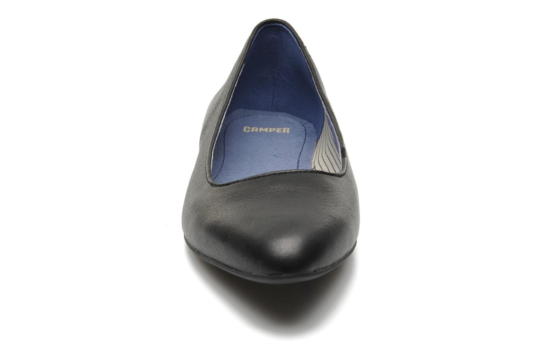 Ballerines Camper Isadora 22565 Noir vue portées chaussures