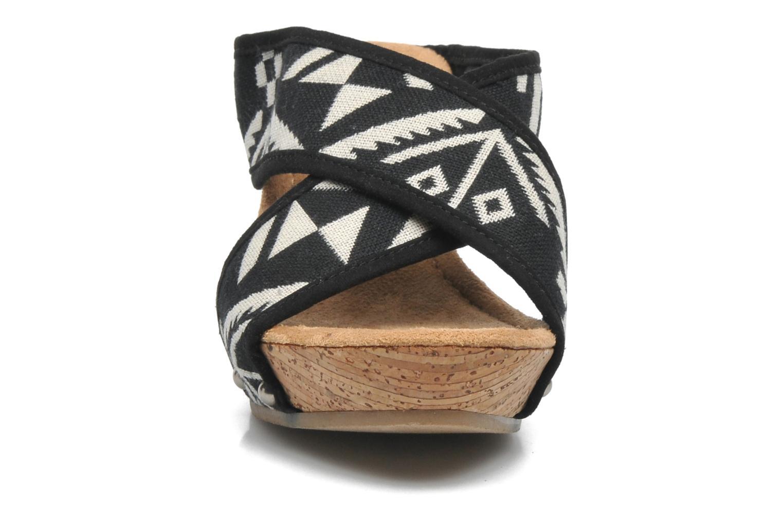 Sandalen Minnetonka Lainey schwarz schuhe getragen