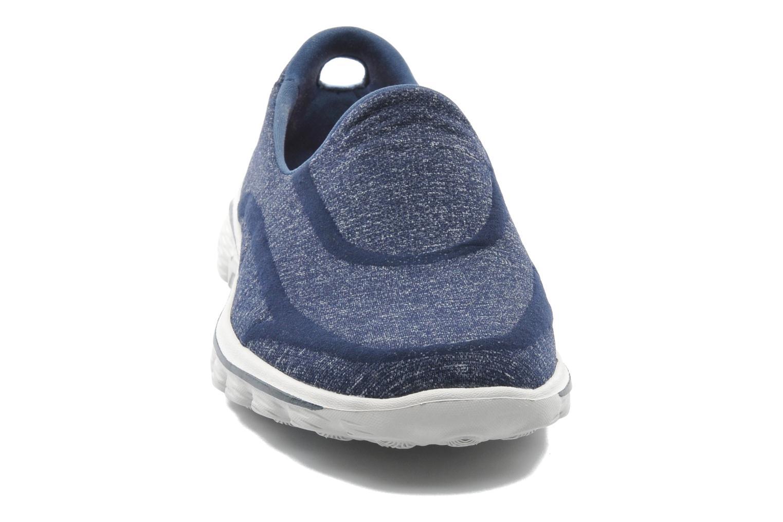 Baskets Skechers Go Walk 2 Super Sock 13955 Bleu vue portées chaussures