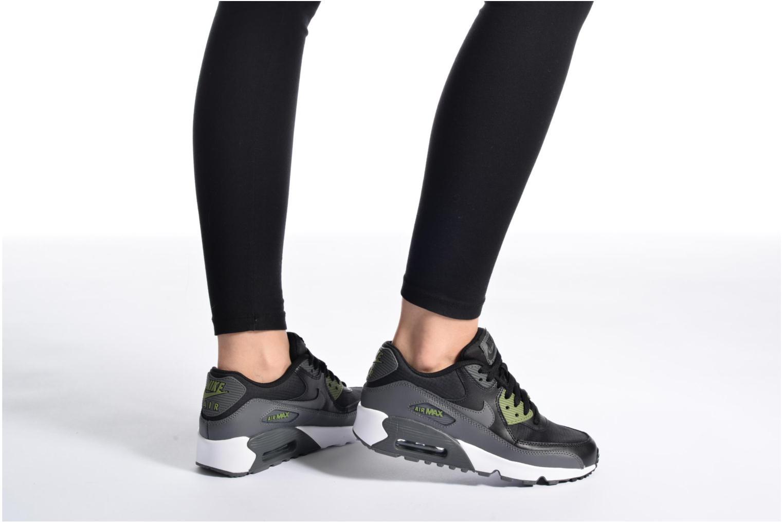 Baskets Nike NIKE AIR MAX 90 MESH (GS) Noir vue bas / vue portée sac