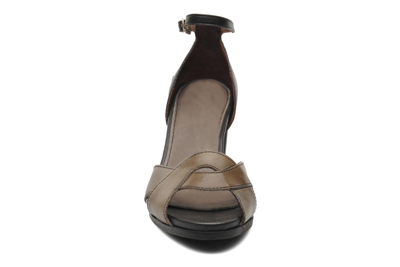 Sandali e scarpe aperte Neosens Moll 487 Marrone modello indossato