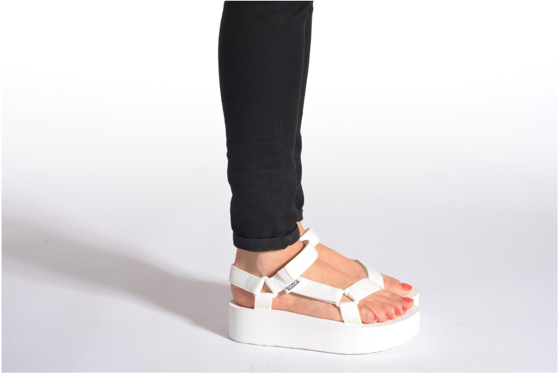 Sandalen Teva Flatform Universal weiß ansicht von unten / tasche getragen
