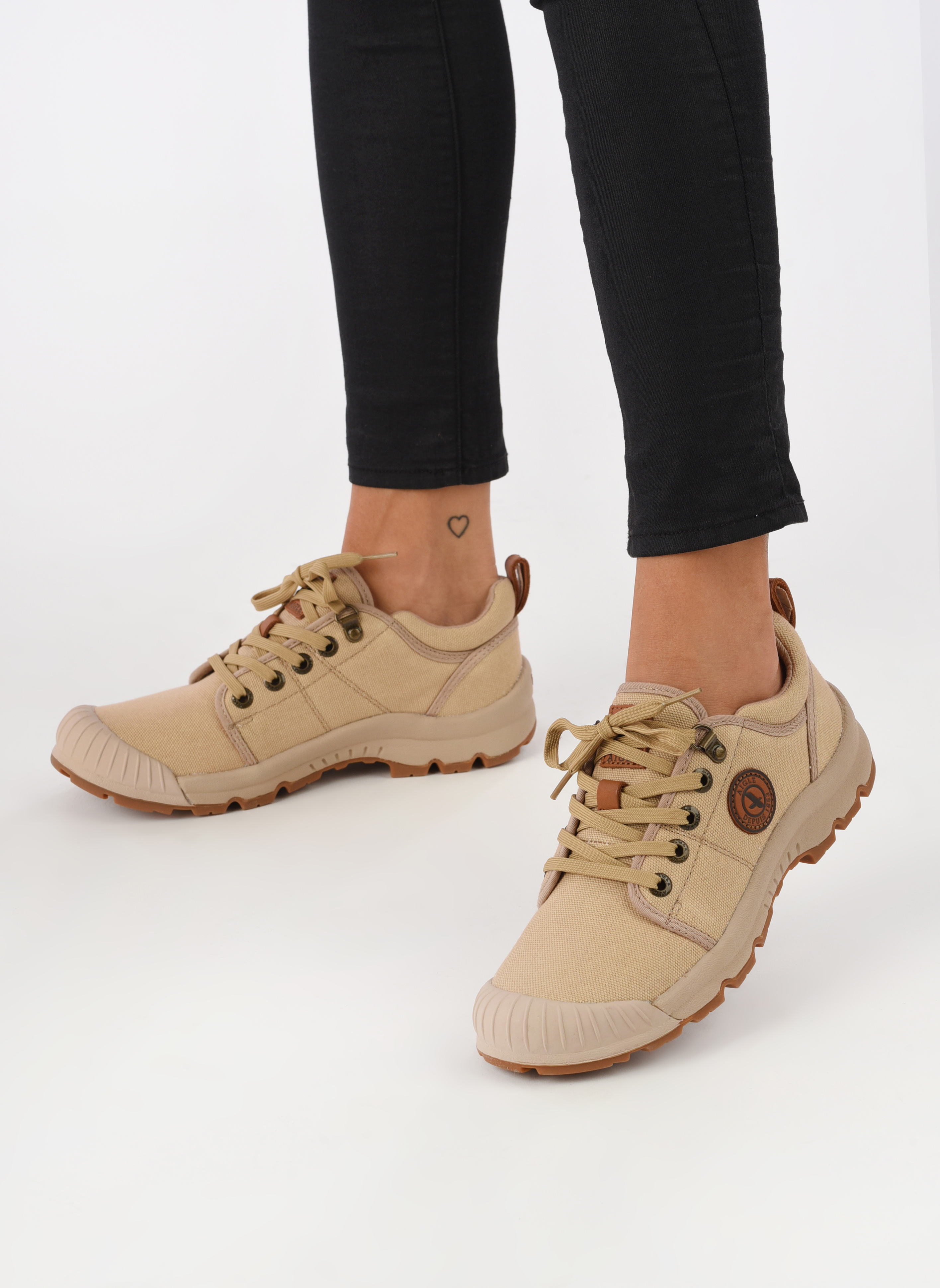 Trainers Aigle Tenere Light Low W Cvs Beige view from underneath / model view
