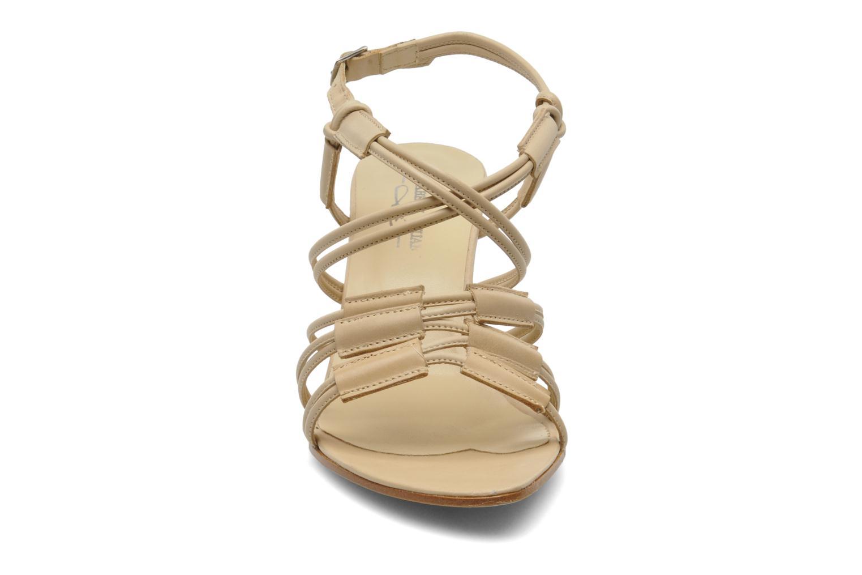 Sandalen Elizabeth Stuart Bakou beige schuhe getragen