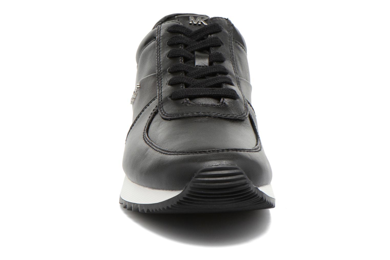 Sneakers Michael Michael Kors Allie trainer Nero modello indossato