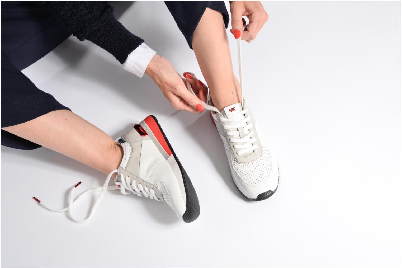 Sneaker Michael Michael Kors Allie trainer grau ansicht von unten / tasche getragen