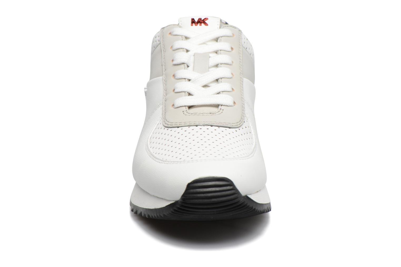 Baskets Michael Michael Kors Allie Trainer Beige vue portées chaussures