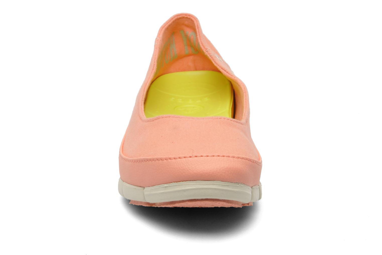 Ballerines Crocs Stretch Sole Flat W Rose vue portées chaussures