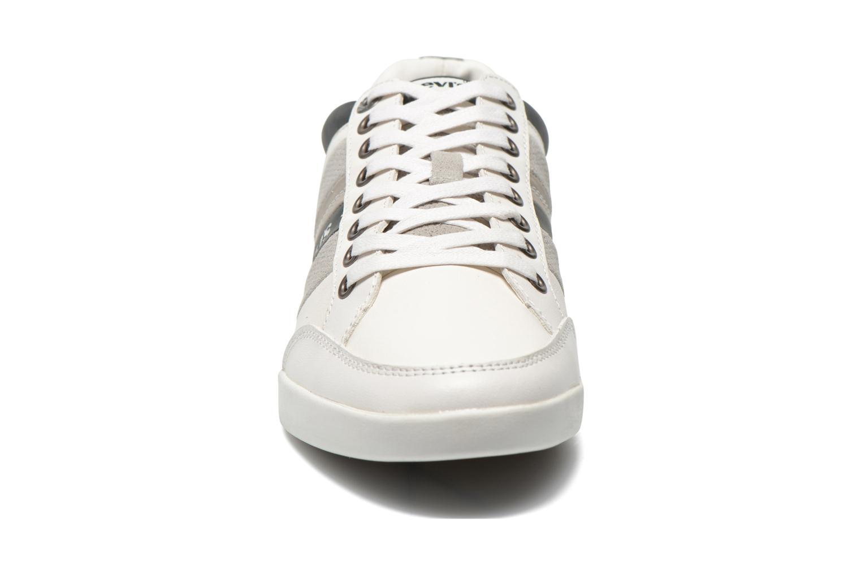 Baskets Levi's Turlock Refresh Blanc vue portées chaussures