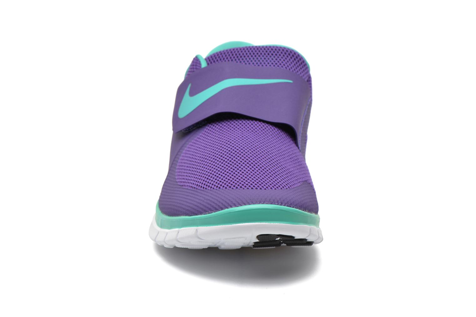 Baskets Nike Nike Free Socfly Violet vue portées chaussures